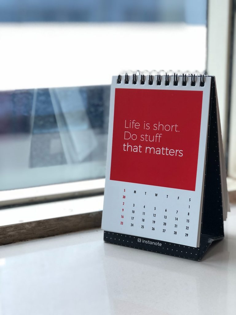 """Calendar with quote """"Life is short. Make a difference"""""""